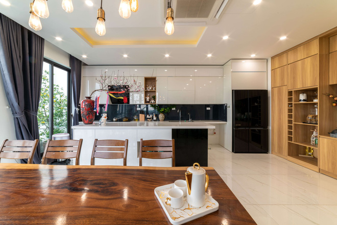Căn nhà 5 tầng của vợ chồng Bát Tràng, thiết kế 3 ban công xanh nhưng vẫn đầu tư hẳn 400 triệu cho sân thượng 160m2-15