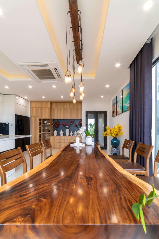 Căn nhà 5 tầng của vợ chồng Bát Tràng, thiết kế 3 ban công xanh nhưng vẫn đầu tư hẳn 400 triệu cho sân thượng 160m2-16