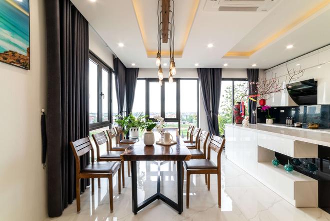 Căn nhà 5 tầng của vợ chồng Bát Tràng, thiết kế 3 ban công xanh nhưng vẫn đầu tư hẳn 400 triệu cho sân thượng 160m2-17