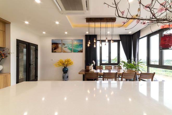 Căn nhà 5 tầng của vợ chồng Bát Tràng, thiết kế 3 ban công xanh nhưng vẫn đầu tư hẳn 400 triệu cho sân thượng 160m2-18