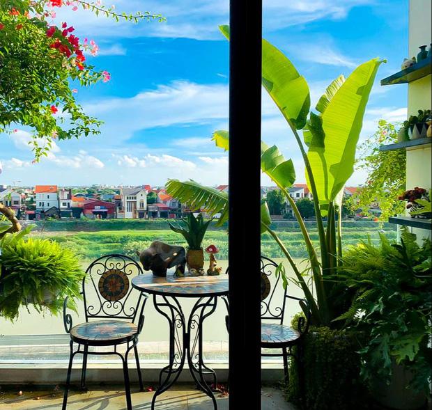 Căn nhà 5 tầng của vợ chồng Bát Tràng, thiết kế 3 ban công xanh nhưng vẫn đầu tư hẳn 400 triệu cho sân thượng 160m2-21