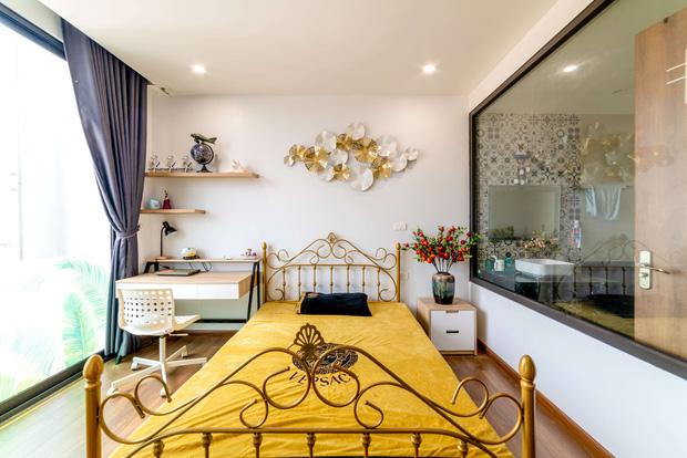 Căn nhà 5 tầng của vợ chồng Bát Tràng, thiết kế 3 ban công xanh nhưng vẫn đầu tư hẳn 400 triệu cho sân thượng 160m2-25