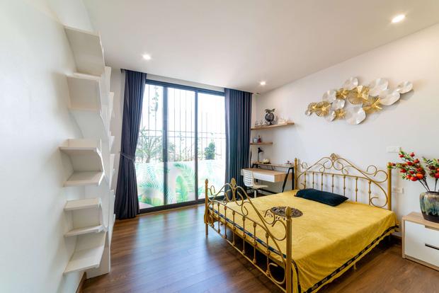 Căn nhà 5 tầng của vợ chồng Bát Tràng, thiết kế 3 ban công xanh nhưng vẫn đầu tư hẳn 400 triệu cho sân thượng 160m2-26