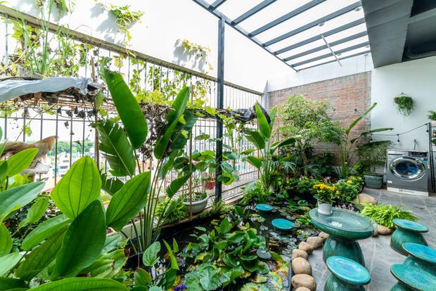 Căn nhà 5 tầng của vợ chồng Bát Tràng, thiết kế 3 ban công xanh nhưng vẫn đầu tư hẳn 400 triệu cho sân thượng 160m2-31