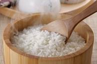 Nấu cơm bằng nước nóng hay nước lạnh đều được, cứ thêm thứ này đảm bảo cơm thơm ngon, mềm dẻo