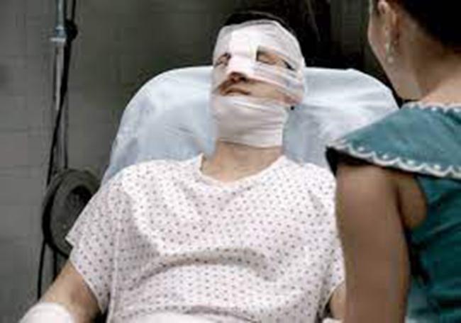 Đêm tân hôn, con gái đánh chồng nhập viện, mẹ vợ đến bệnh viện xin lỗi, bước vào thấy con rể bà choáng váng-2