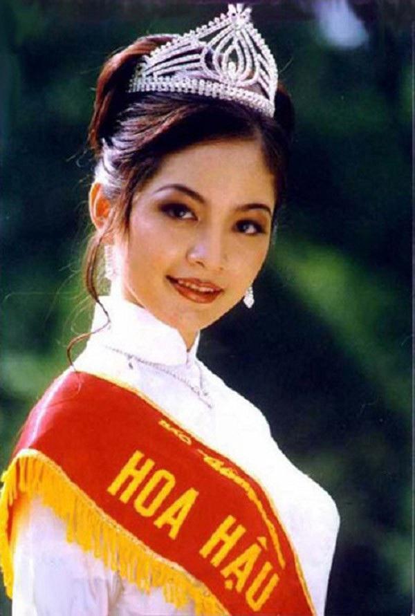 Việt Nam có một hoa hậu hai lần đăng quang, không chỉ xinh đẹp mà học vấn rất đỉnh, nhan sắc sau 25 năm vẫn gây thương nhớ-1