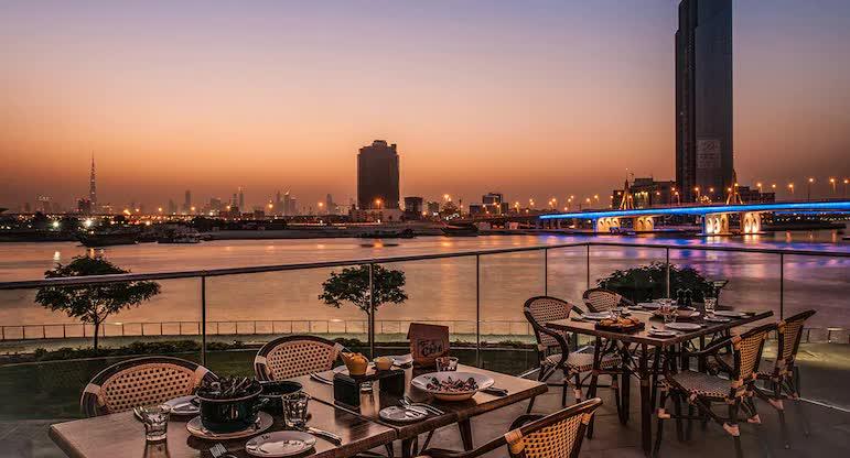 Choáng ngợp với hình ảnh khách sạn 5 sao mà đội tuyển Việt Nam ở tại Dubai-6