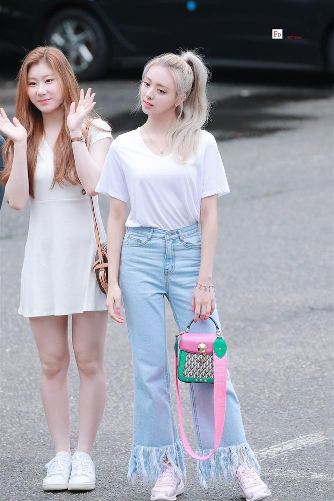 4 kiểu áo phông sao Hàn nào cũng diện, bạn sắm hết thì sẽ sành điệu từ công sở ra phố-3