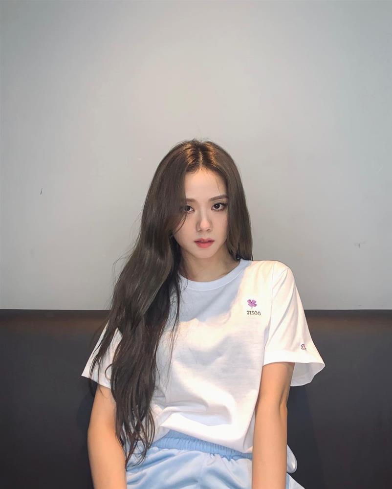 4 kiểu áo phông sao Hàn nào cũng diện, bạn sắm hết thì sẽ sành điệu từ công sở ra phố-5