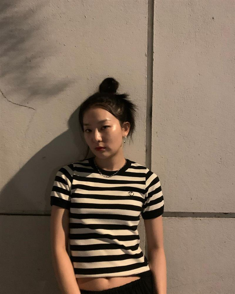 4 kiểu áo phông sao Hàn nào cũng diện, bạn sắm hết thì sẽ sành điệu từ công sở ra phố-8