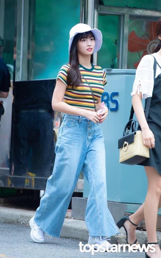 4 kiểu áo phông sao Hàn nào cũng diện, bạn sắm hết thì sẽ sành điệu từ công sở ra phố-11