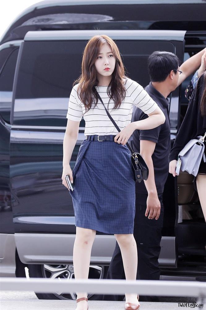 4 kiểu áo phông sao Hàn nào cũng diện, bạn sắm hết thì sẽ sành điệu từ công sở ra phố-10