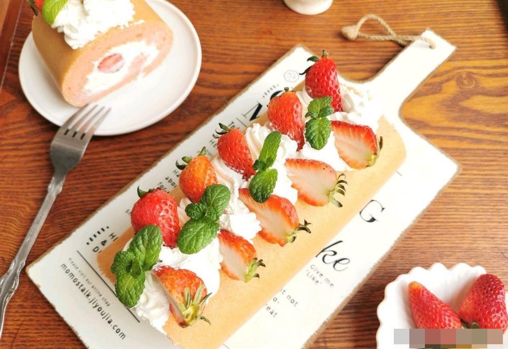 Cách làm bánh bông lan cuộn dâu tây vừa mềm xốp, lại thơm ngon cực phẩm như ngoài hàng-1