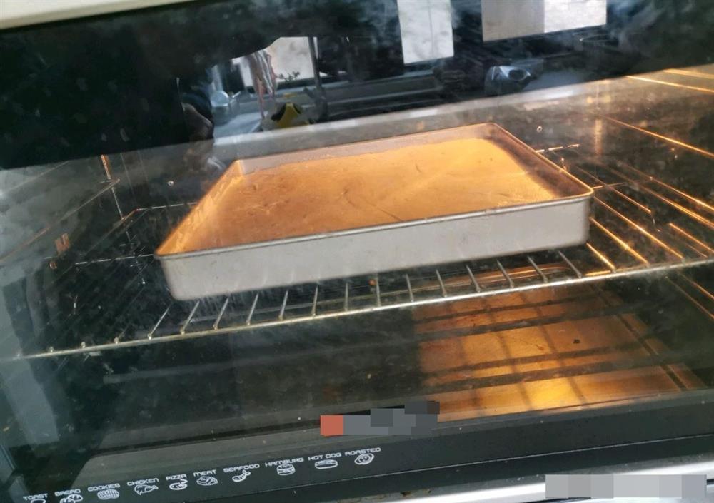 Cách làm bánh bông lan cuộn dâu tây vừa mềm xốp, lại thơm ngon cực phẩm như ngoài hàng-12