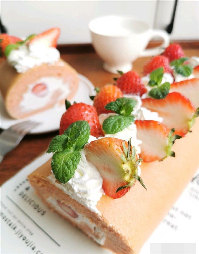 Cách làm bánh bông lan cuộn dâu tây vừa mềm xốp, lại thơm ngon cực phẩm như ngoài hàng-17
