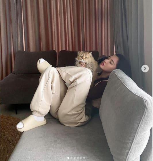 Đăng loạt ảnh lồng lộn khi ở nhà, Bích Phương vô tình hé lộ một phần không gian sống-6