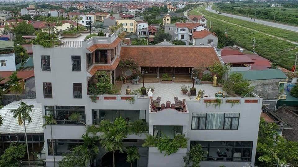 Nhà cổ nằm trên nóc biệt thự gần 500m2 ở Hà Nội-1