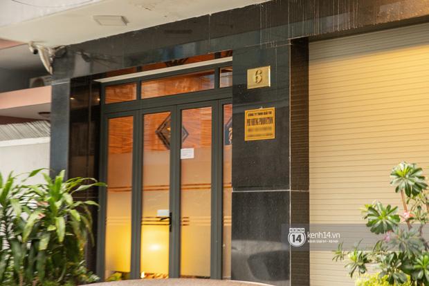 Về nhà Phi Nhung giữa loạt drama: 4 tầng lầu và chiếc Mẹc to đùng đậu ngay cửa, hàng xóm xôn xao ủa Hồ Văn Cường có bị nhốt đâu ta?-4