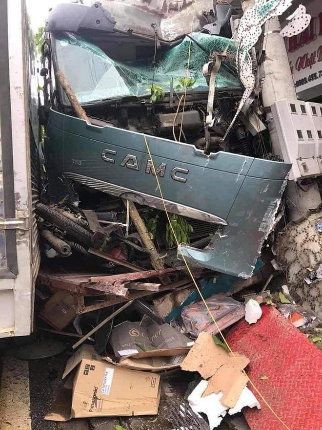 Tài xế container đánh lái cứu 2 người, tông vào nhiều nhà dân xin dừng nhận tiền hỗ trợ-3