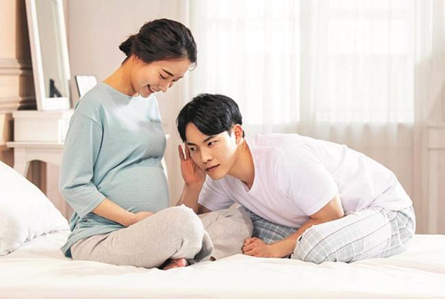 Vợ không cho đi cùng mỗi lần khám thai, tôi nghi cô ấy làm trò mèo, sau phải quỳ gối trước phòng sinh khi biết sự thật-1
