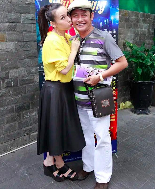 Đời tư kín tiếng nhưng Phi Nhung lại rất thoải mái ôm hôn đồng nghiệp nam-11