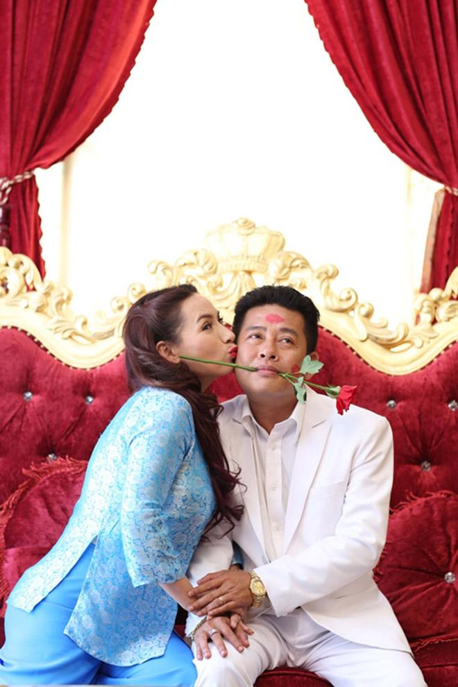 Đời tư kín tiếng nhưng Phi Nhung lại rất thoải mái ôm hôn đồng nghiệp nam-12