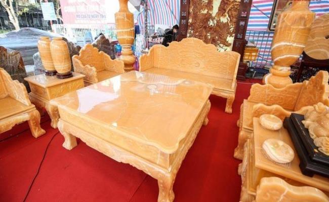 Bóc giá 3 bộ bàn ghế bằng ngọc nổi tiếng ở Việt Nam-1