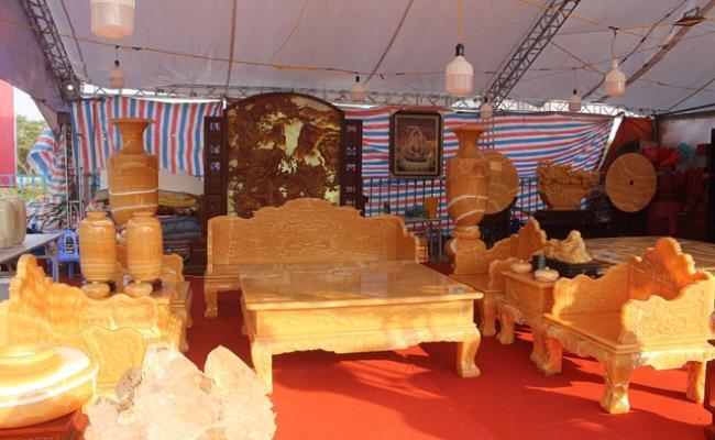 Bóc giá 3 bộ bàn ghế bằng ngọc nổi tiếng ở Việt Nam-2