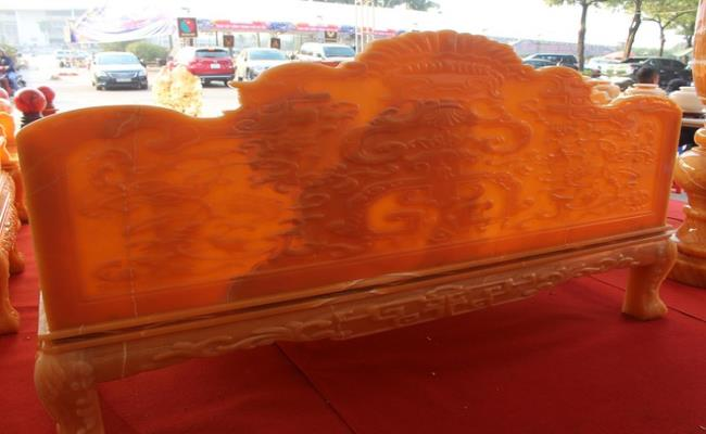 Bóc giá 3 bộ bàn ghế bằng ngọc nổi tiếng ở Việt Nam-3