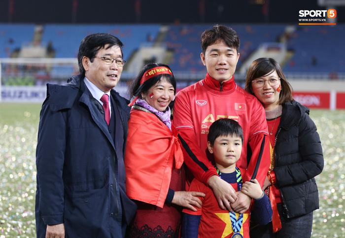 Bố mẹ cầu thủ tuyển Việt Nam: Thương các con vất vả, nhưng hãy vượt mọi khó khăn vì nhiệm vụ Tổ quốc-6
