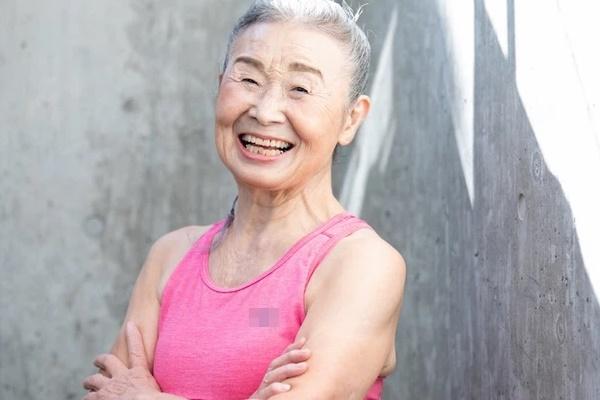 Cụ bà Nhật Bản 90 tuổi nhưng làn da vẫn căng bóng, cơ thể dẻo dai như thiếu nữ: Bí quyết trẻ lâu, sống thọ đến từ 4 kiểu ăn uống đơn giản-4