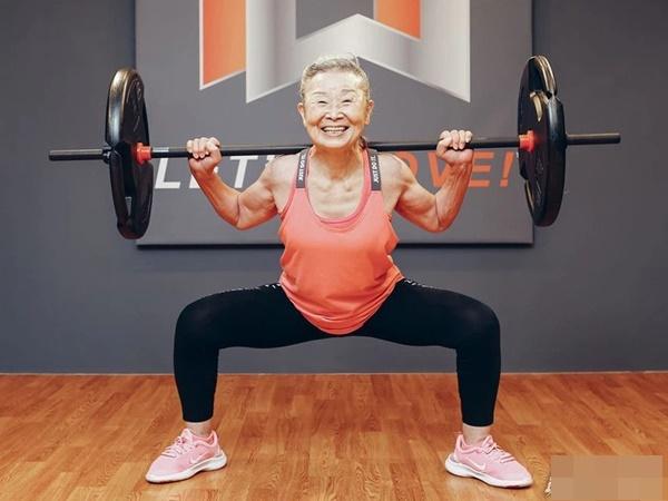 Cụ bà Nhật Bản 90 tuổi nhưng làn da vẫn căng bóng, cơ thể dẻo dai như thiếu nữ: Bí quyết trẻ lâu, sống thọ đến từ 4 kiểu ăn uống đơn giản-6