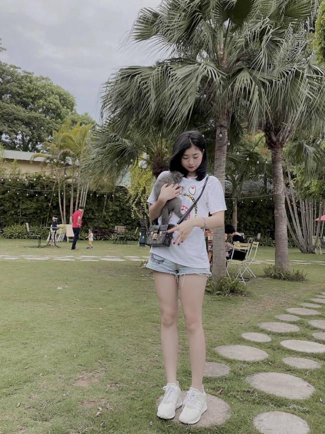 Em gái cầu thủ Văn Toàn ngày càng xinh đẹp, tiết lộ điều đặc biệt về anh trai-10