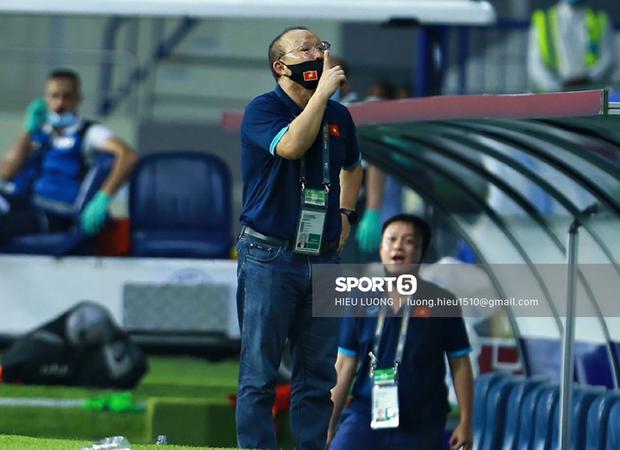 HLV Park Hang-seo bị cấm chỉ đạo trận UAE-2