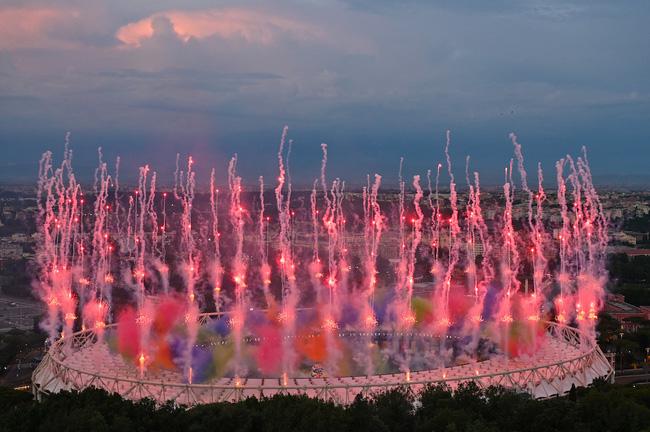 Mãn nhãn với lễ khai mạc Euro 2021: Bữa tiệc màu sắc đầy ấn tượng mang nhiều thông điệp ý nghĩa-10