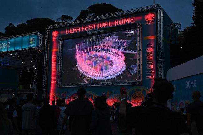 Mãn nhãn với lễ khai mạc Euro 2021: Bữa tiệc màu sắc đầy ấn tượng mang nhiều thông điệp ý nghĩa-11