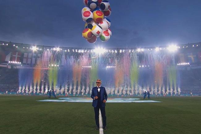 Mãn nhãn với lễ khai mạc Euro 2021: Bữa tiệc màu sắc đầy ấn tượng mang nhiều thông điệp ý nghĩa-13