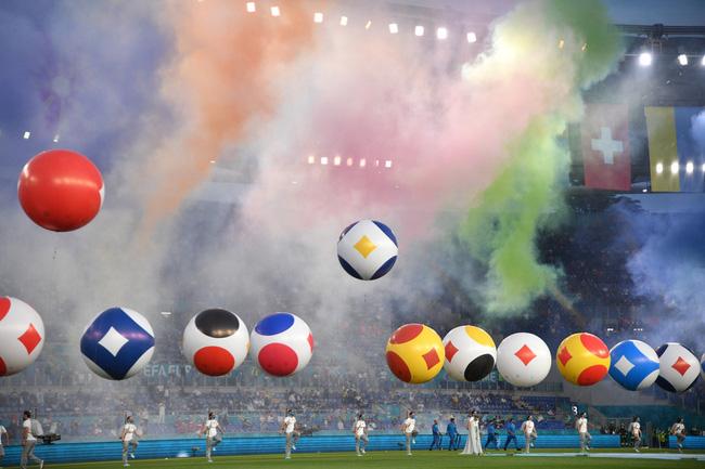 Mãn nhãn với lễ khai mạc Euro 2021: Bữa tiệc màu sắc đầy ấn tượng mang nhiều thông điệp ý nghĩa-2