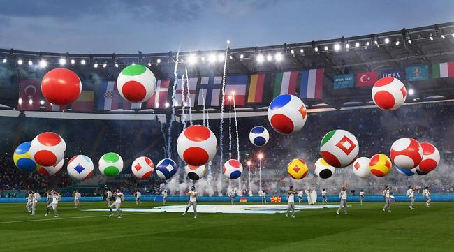 Mãn nhãn với lễ khai mạc Euro 2021: Bữa tiệc màu sắc đầy ấn tượng mang nhiều thông điệp ý nghĩa-3