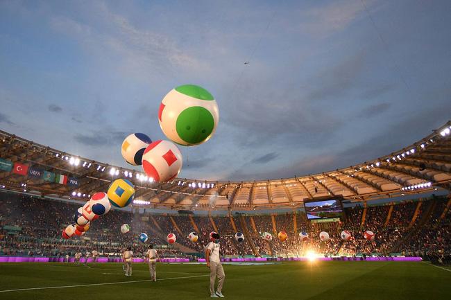 Mãn nhãn với lễ khai mạc Euro 2021: Bữa tiệc màu sắc đầy ấn tượng mang nhiều thông điệp ý nghĩa-4