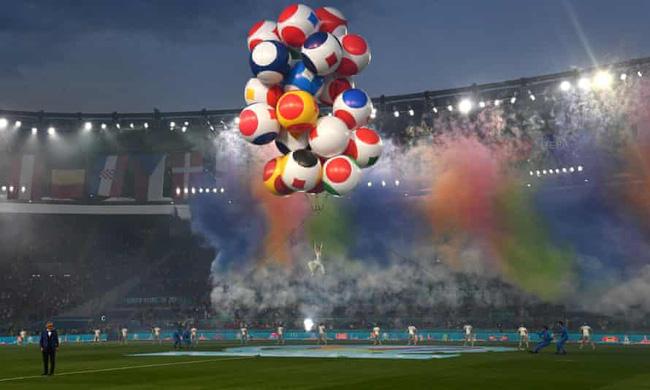 Mãn nhãn với lễ khai mạc Euro 2021: Bữa tiệc màu sắc đầy ấn tượng mang nhiều thông điệp ý nghĩa-5