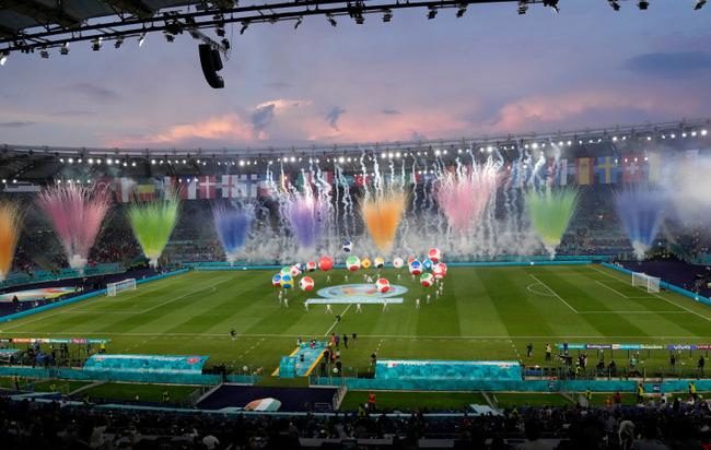 Mãn nhãn với lễ khai mạc Euro 2021: Bữa tiệc màu sắc đầy ấn tượng mang nhiều thông điệp ý nghĩa-6