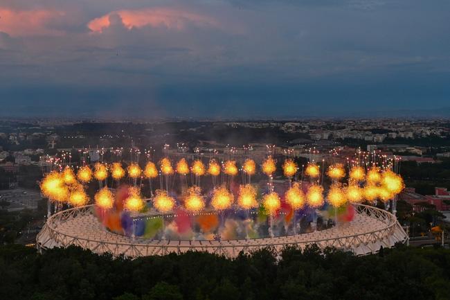 Mãn nhãn với lễ khai mạc Euro 2021: Bữa tiệc màu sắc đầy ấn tượng mang nhiều thông điệp ý nghĩa-8
