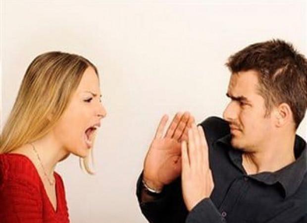 Thương em dâu bị chồng đánh đuổi ra khỏi nhà, tôi gọi mợ về ở tạm nhưng được 2 hôm cũng đuổi khéo vì…-1