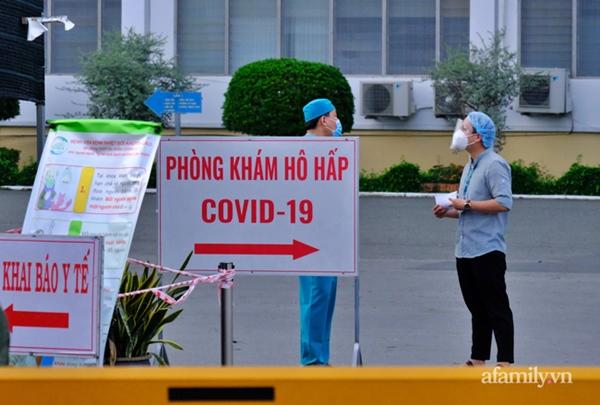 NÓNG: Phong tỏa BV Bệnh Nhiệt đới TP.HCM, người thân bác sĩ tiếp tế trong lo lắng-2