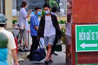 NÓNG: Phong tỏa BV Bệnh Nhiệt đới TP.HCM, người thân bác sĩ tiếp tế trong lo lắng