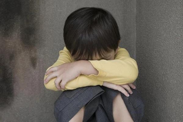 Con gái tự tử vừa được cứu thì bị bố lao vào tát: Nhân danh tình yêu, bao nhiêu bố mẹ đã hủy hoại con mình theo cách khủng khiếp này?-3
