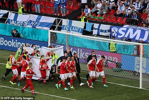 Sốc: Ngôi sao tuyển Đan Mạch đột quỵ ngay trên sân đấu Euro, cả khán đài chết lặng, chìm trong nước mắt-4