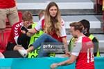 Tiền vệ Christian Eriksen đột quỵ ngay trong trận đấu Euro 2020: 10 năm một cuộc tình cùng cô nàng làm tóc-7